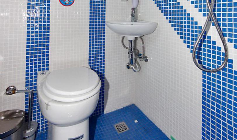 В каждой каюте отдельный санузел, душ