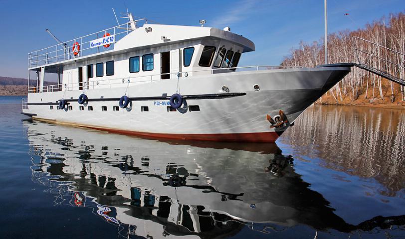 """""""Капитан Кусто"""" построен по спецзаказу в г. Иркутск. Всего на оз. Байкал два судна данного проекта. Создан для дайвинга."""